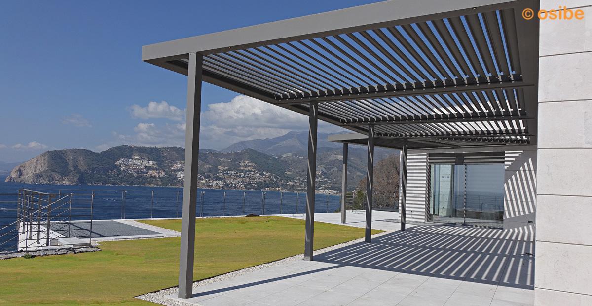 Pergolas moviles porche hierro con cortinas de cristal y - Pergolas en aluminio ...